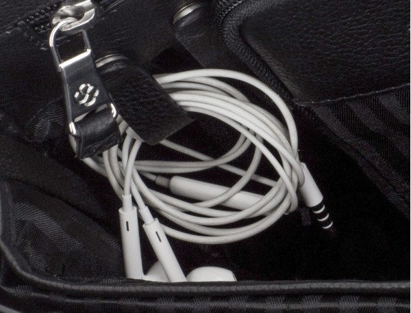 leather flap briefbag in black cables