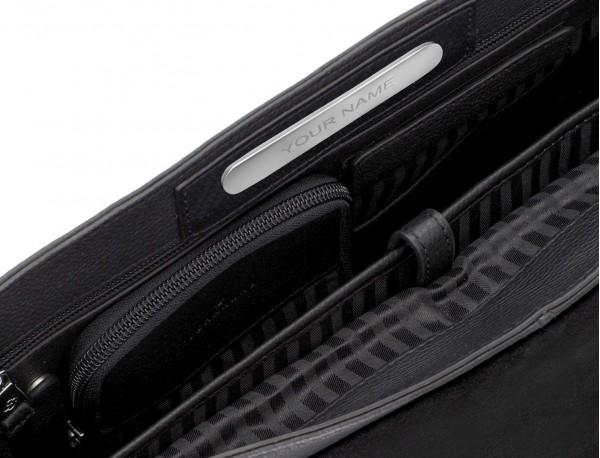 maletín de cuero con solapa color negro placa personalizada