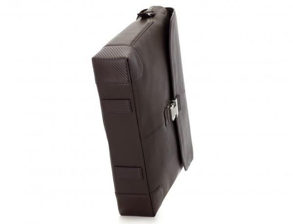 maletín de cuero con solapa color marrón base