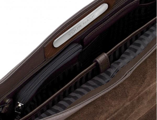 maletín de cuero con solapa color marrón placa personalizada