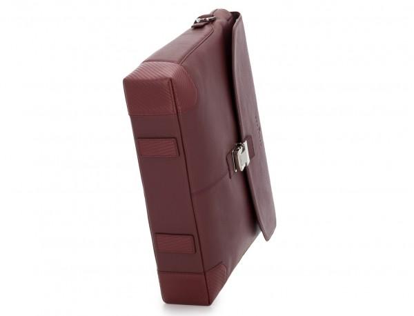 maletín de cuero con solapa color burdeos base