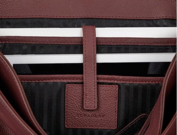 maletín de cuero con solapa color burdeos ordenador portátil