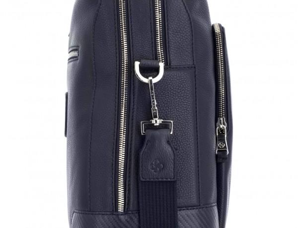 maletín de viaje de piel en color azul lado