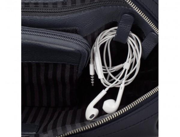 maletín de viaje de piel en color azul cables