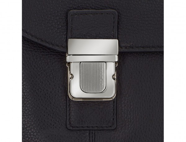 leather briefbag with flap in black cierre