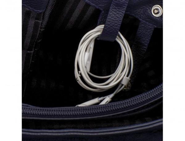 maletín de cuero con solapa azul cables