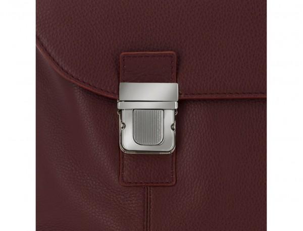 maletín de cuero con solapa burdeos cierre