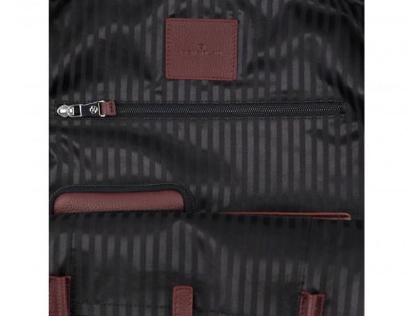 mochila de piel burdeos funcionalidad