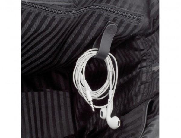 maletín grande de piel negro cables