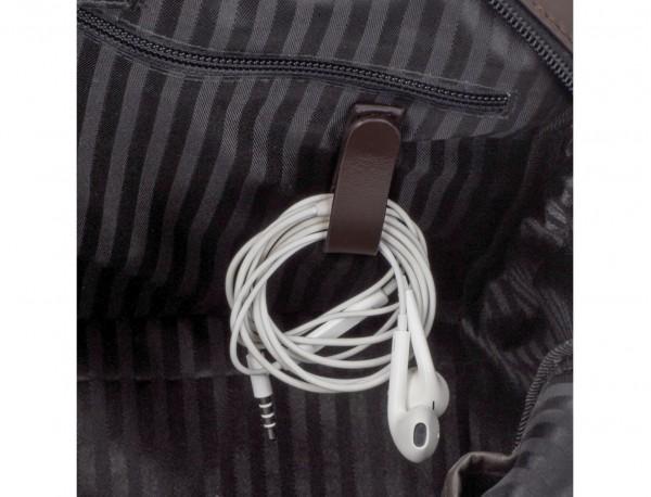 maletín grande de piel marrón cables