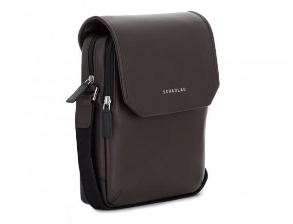 bolso bandolera de con solapa marrón lado