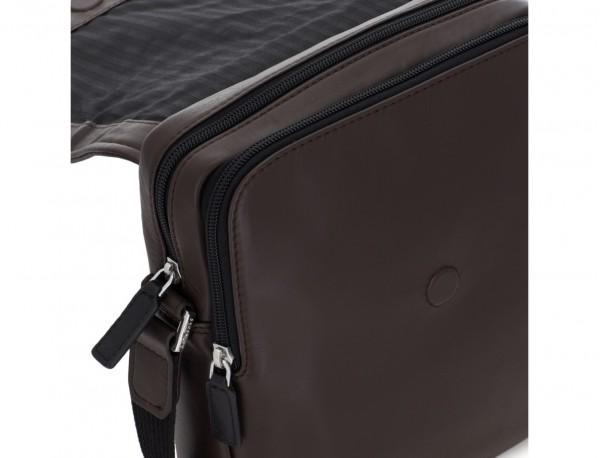 Borsa a tracolla con patta marrone zipper