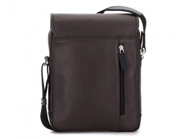 bolso bandolera de con solapa marrón detrás