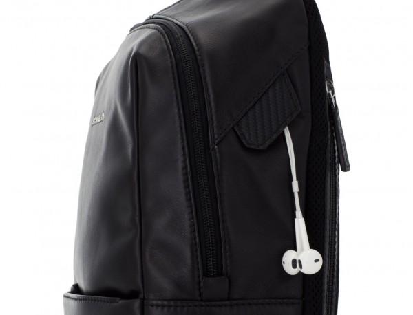 mochila pequeña de piel negra cuero