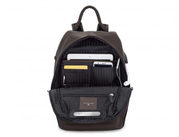 mochila pequeña de piel marrón  tablet