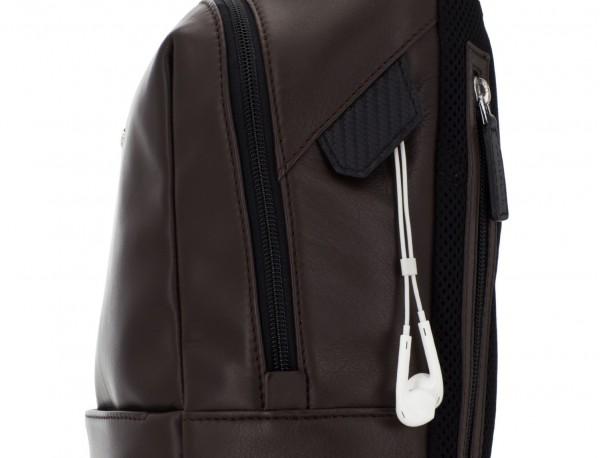 mochila pequeña de piel marrón cuero