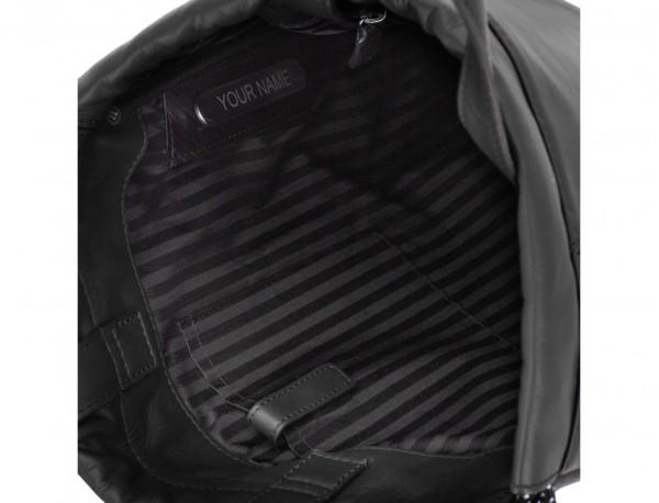 mochila plana de piel negra interior