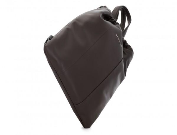 mochila plana de piel marrón base