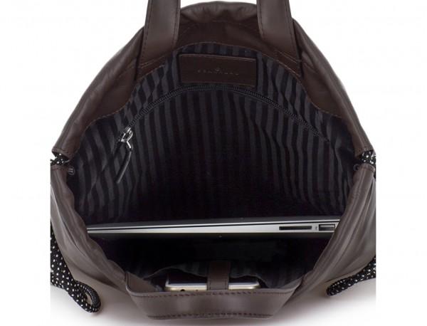 mochila plana de piel marrón ordenador