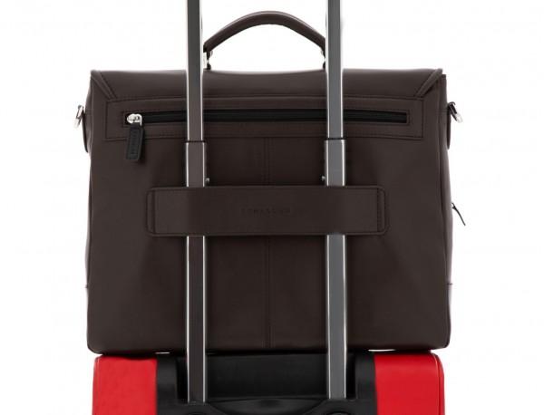 maletín con solapa de cuero marrón trolley