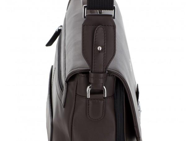 maletín con solapa de cuero marrón bandolera