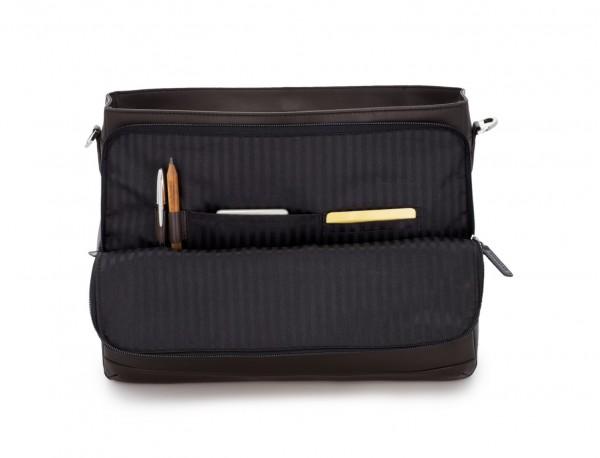 maletín con solapa de cuero marrón funcionalidad
