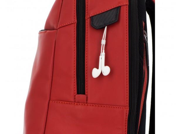 mochila de cuero para portátil roja detalle
