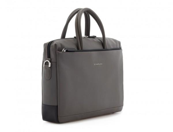 maletín de piel gris lado