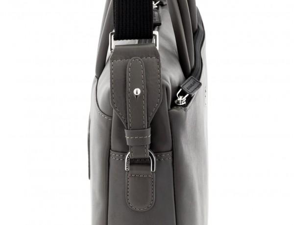 maletín de piel gris bandolera