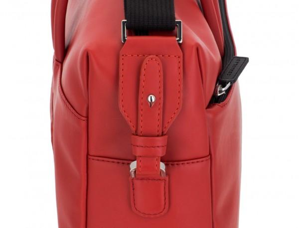 maletín grande de piel rojo detalle