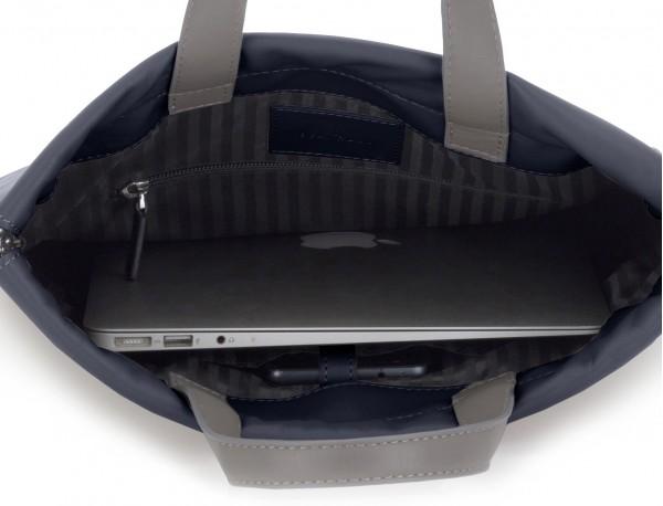 zaino piatto in pelle in blu laptop
