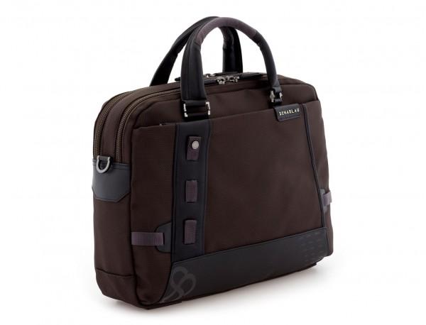 maletín de hombre marrón lado