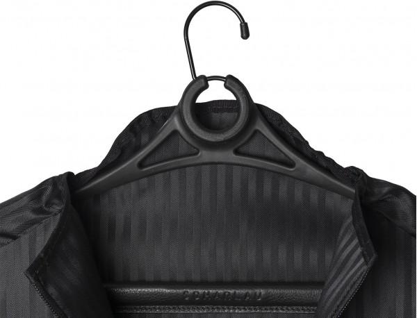 Porta trajes fino en negro detalle percha