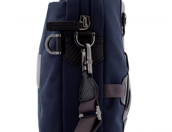 maletín azul bandolera