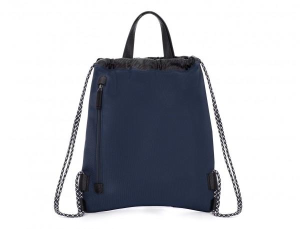 mochila azul detrás