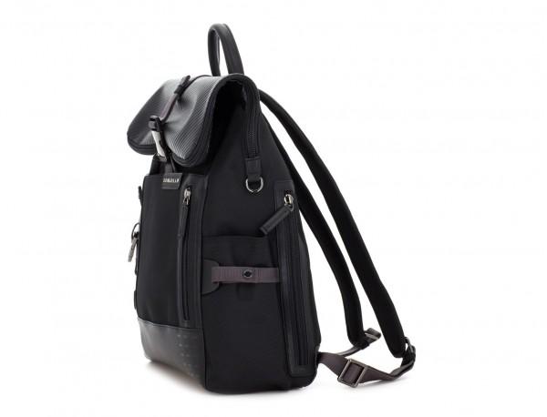 mochila con solapa negra lado