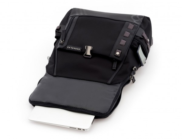 mochila con solapa negra laptop