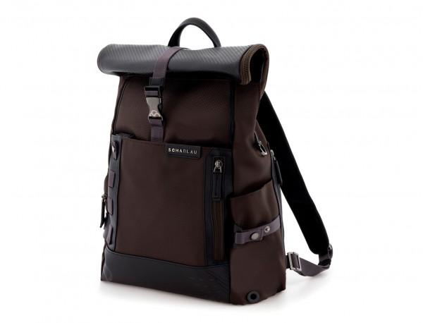 mochila con solapa marrón lado