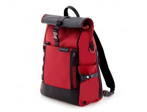 mochila con solapa roja lado