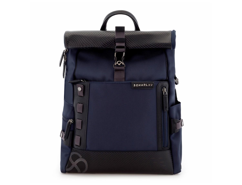 mochila con solapa azul frontal