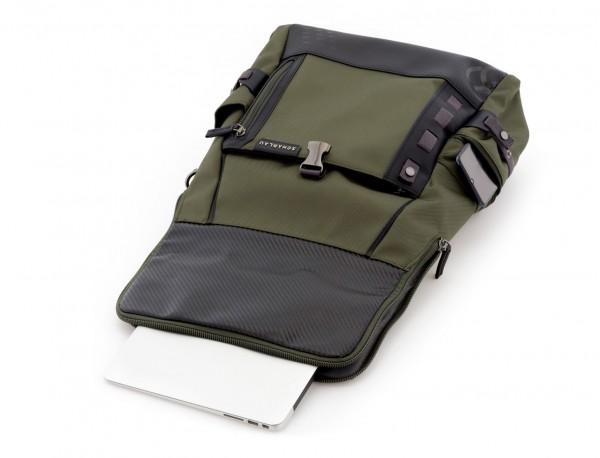mochila con solapa verde ordenador