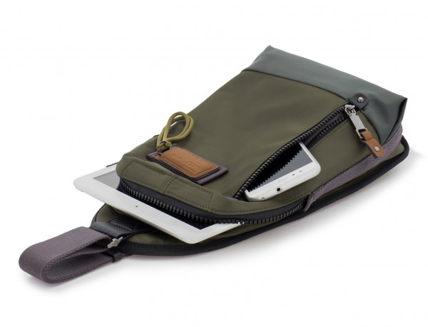 Mono slim bag in green with tablet
