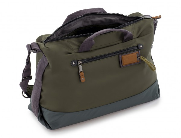Messenger bag in green side