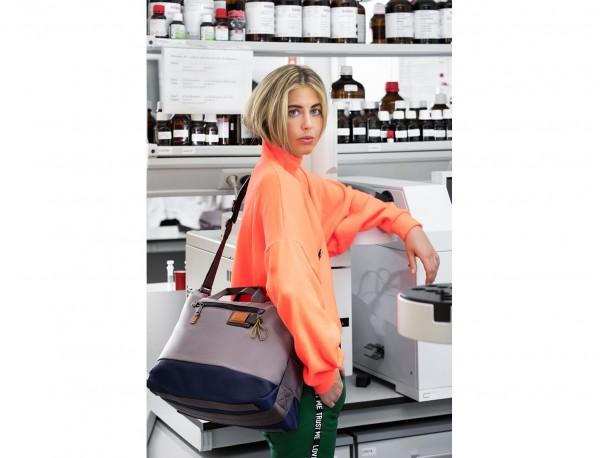 Messenger bag in gray woman