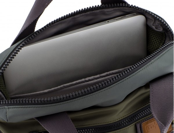 Bag convertible into backpack in green laptop