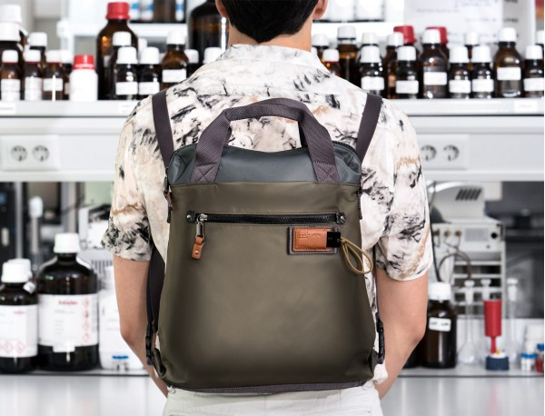 Bag convertible into backpack in gray lifestyle