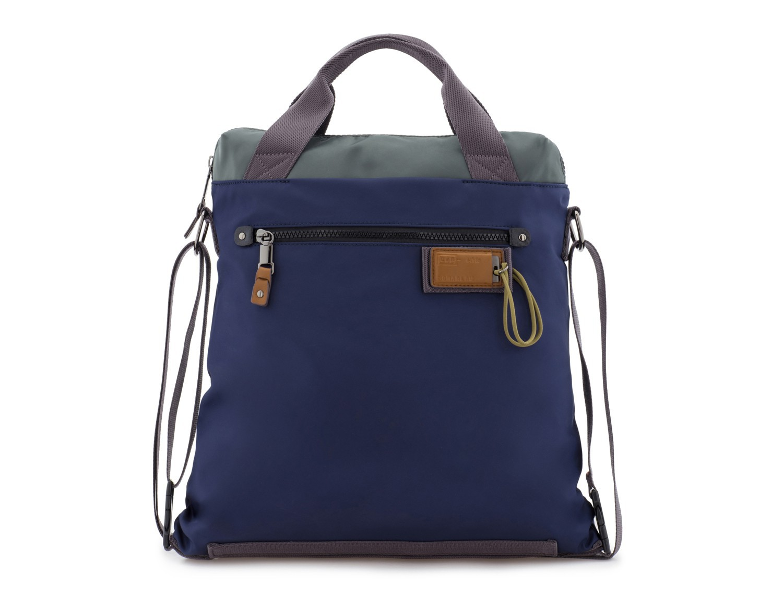 Bolso tote versátil convertible en mochila en azul frontal