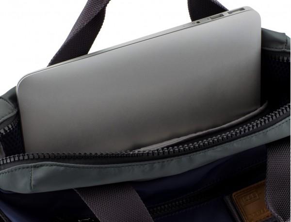 Bolso tote versátil convertible en mochila en azul ordenador