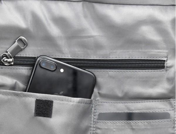 Bolso tote versátil convertible en mochila en negro y gris bolsillo