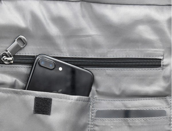 Bag convertible into backpack in black and gray pocket